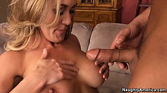 Divine Brandi Love looks totally mind-blowing when she is naked